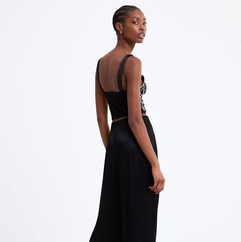 Clothing, Dress, Shoulder, Black, Fashion model, Formal wear, Standing, Gown, Neck, Waist,