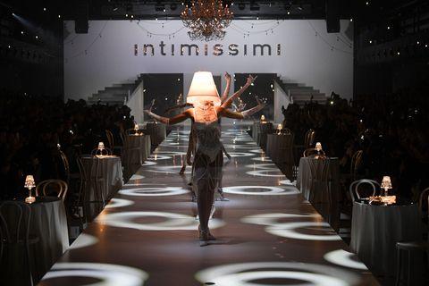Runway, Fashion, Fashion show, Haute couture, Fashion design, Event, Fashion model, Model, Winter, Performance,