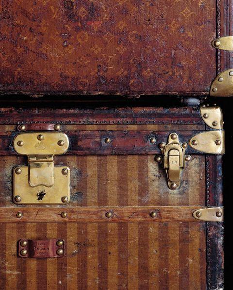 咖啡色的行李箱