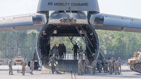 Aviones militares, Ingeniería aeroespacial, Aviación, Aeronaves, Peatón, Uniforme militar, Fabricante aeroespacial, Fuerza aérea, Ejército, Soldado,