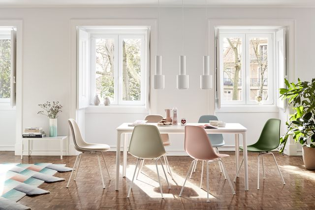 sedia eames plastic chair 1950 di charles  ray eames per vitra, sedie di design famose