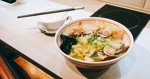 酸菜白肉蛤蜊拉麵