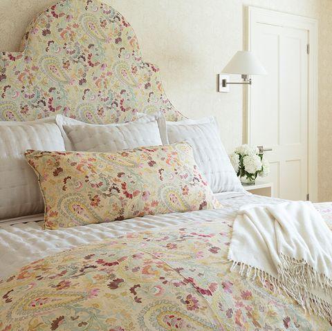 Bed, Bedroom, Bedding, Bed sheet, Furniture, Room, Duvet cover, Bed frame, Pillow, Textile,