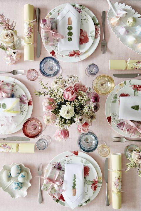 Dishware, Plate, Porcelain, Tableware, Dinnerware set, Christmas decoration, Teacup, Flower,
