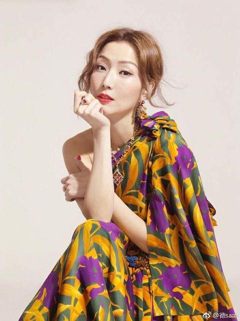Fashion model, Clothing, Yellow, Beauty, Photo shoot, Model, Lip, Fashion, Fashion design, Dress,