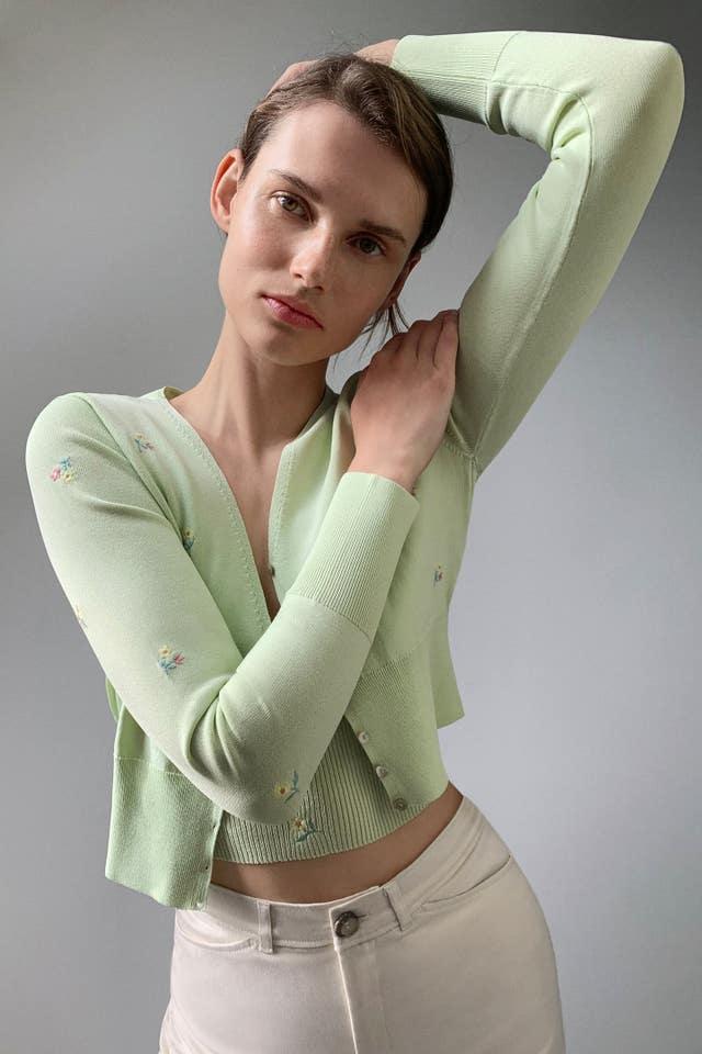 zara chaqueta punto verde flores bordadas