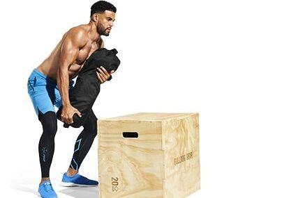 ejercicio cargando un saco de arena