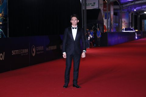 Red carpet, Carpet, Red, Flooring, Suit, Fashion, Premiere, Event, Formal wear, Tuxedo,