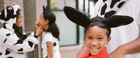 Ear, Facial expression, People, Head, Child, Organ, Smile, Fun, Happy, Headgear,