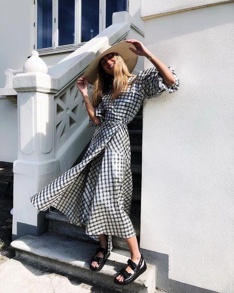 Clothing, White, Street fashion, Shoulder, Fashion, Dress, Beauty, Footwear, Fashion model, Photo shoot,