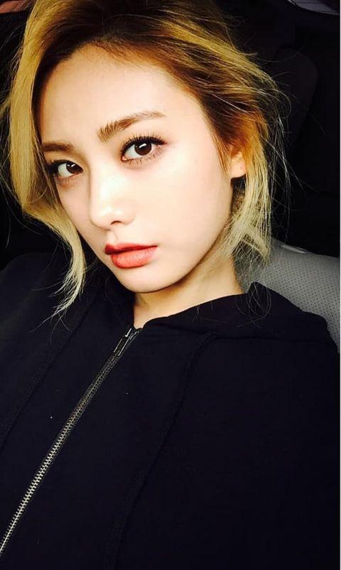 Hair, Face, Eyebrow, Lip, Beauty, Hairstyle, Chin, Cheek, Nose, Blond,