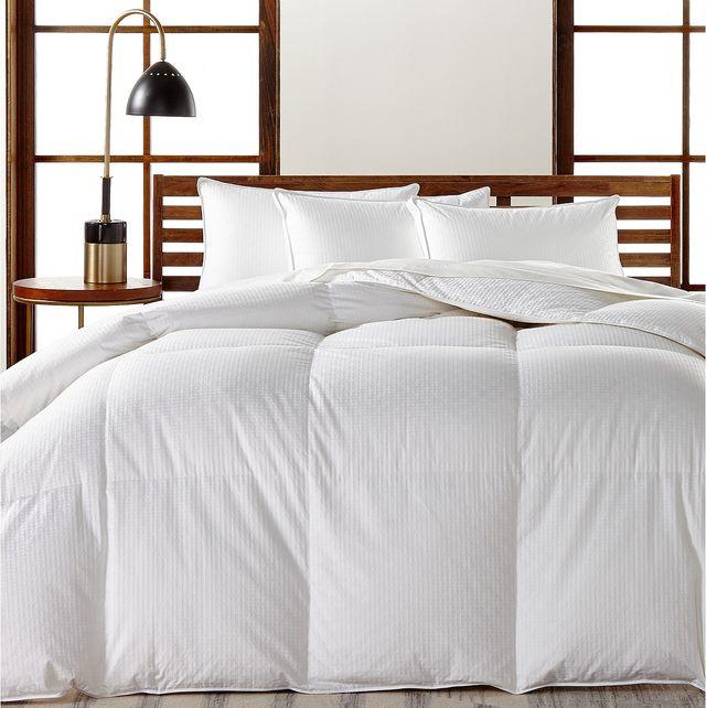 Bed, Bed sheet, Bedding, Furniture, Bedroom, Bed frame, Duvet cover, Room, Textile, Duvet,