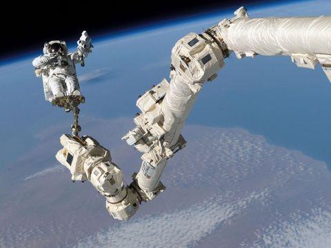 canadarm2 space steve robinson