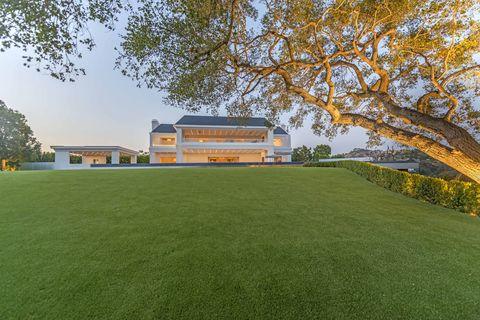 Grass, Lawn, Architecture, Sport venue, Artificial turf, Land lot, House, Estate, Tree, Landscape,