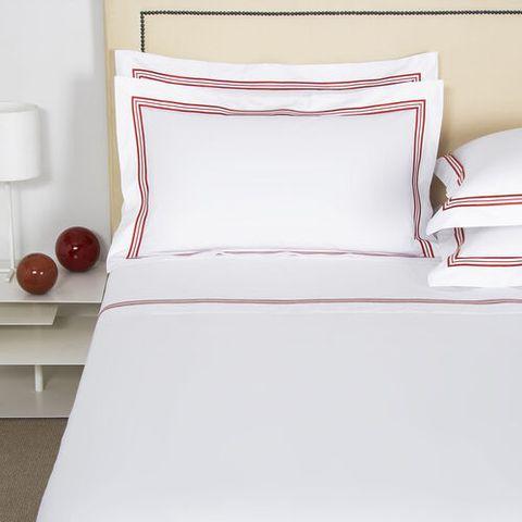 Bed sheet, Bedding, Furniture, Bed, Bed frame, Textile, Duvet cover, Pink, Pillow, Duvet,