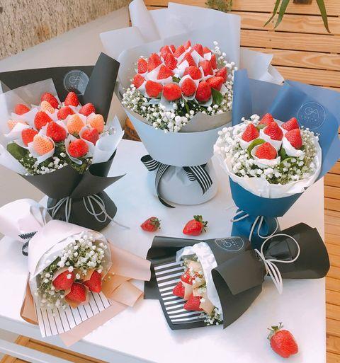 Artificial flower, Flowerpot, Flower, Plant, Table, Floristry, Flower Arranging, Bouquet, Floral design, Finger food,