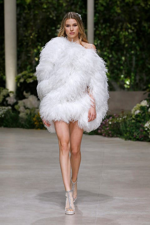 Fashion model, Fashion, Clothing, Fashion show, Haute couture, Fur, Shoulder, Runway, Dress, Fur clothing,