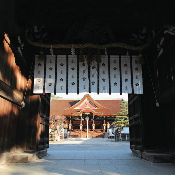 Chinese architecture, Japanese architecture, Place of worship, Darkness, Temple, Shrine, Shinto shrine, Holy places, Historic site, Shade,
