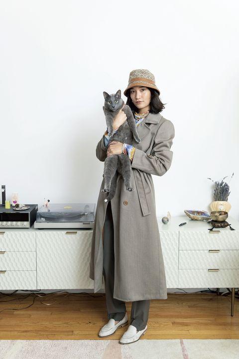 Coat, Hat, Fashion accessory, Overcoat, Grey, Fur, Street fashion, Bag, Sun hat, Natural material,