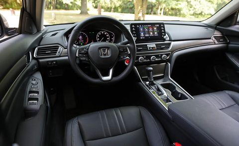Land vehicle, Vehicle, Car, Center console, Motor vehicle, Steering wheel, Luxury vehicle, Gear shift, Automotive design, Personal luxury car,