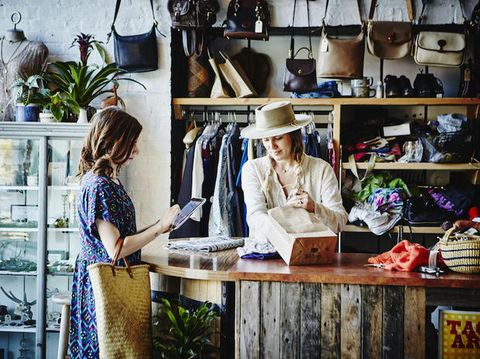 Come risparmiare sull'abbigliamento: i trucchi per spendere meno