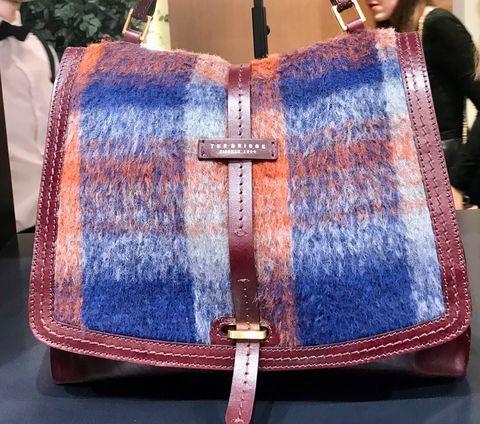 Textile, Tie, Fashion, Maroon, Shoulder bag, Symbol, Baggage, Needlework,