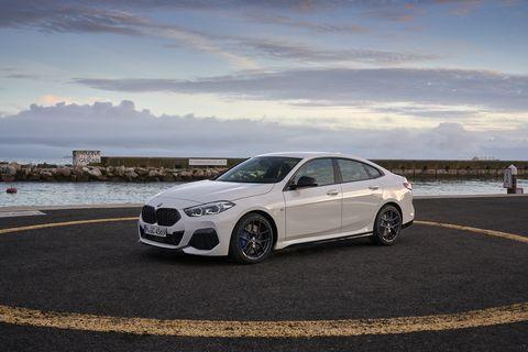 Land vehicle, Vehicle, Car, Luxury vehicle, Automotive design, Personal luxury car, Mid-size car, Rim, Alloy wheel, Wheel,