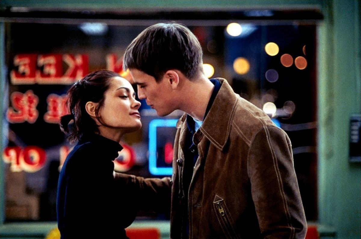 25 Best Romantic Comedies on Netflix - Top Rom Coms