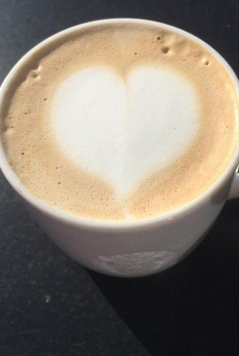 Cup, Espresso, Coffee milk, Ristretto, Café au lait, Flat white, Coffee, Drink, Caffè macchiato, Cup,