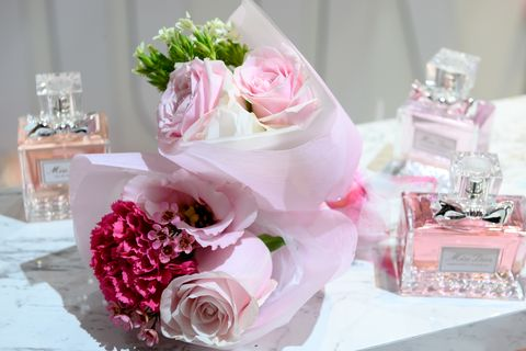 Pink, Flower, Cut flowers, Flower Arranging, Bouquet, Garden roses, Floristry, Centrepiece, Floral design, Rose,