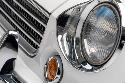 Land vehicle, Vehicle, Car, Motor vehicle, Headlamp, Automotive lighting, Light, Auto part, Grille, Classic car,