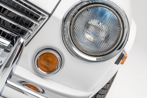 Land vehicle, Vehicle, Car, Headlamp, Automotive lighting, Motor vehicle, Light, Automotive design, Auto part, Automotive tail & brake light,
