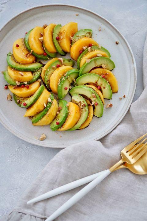 柿とアボカドのバルサミコサラダ のレシピ・作り方 ELLE gourmet [エル・グルメ]