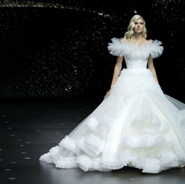 new product 417e8 0327b Tra gli abiti da sposa presentati nel 2019 scopriamo le ...