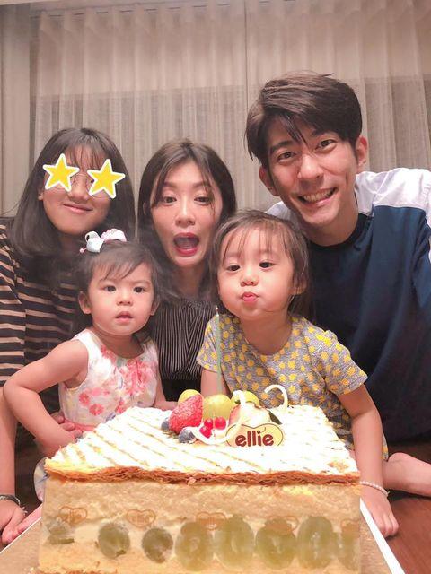 People, Child, Birthday, Cake, Icing, Birthday cake, Buttercream, Cake decorating, Party, Torte,