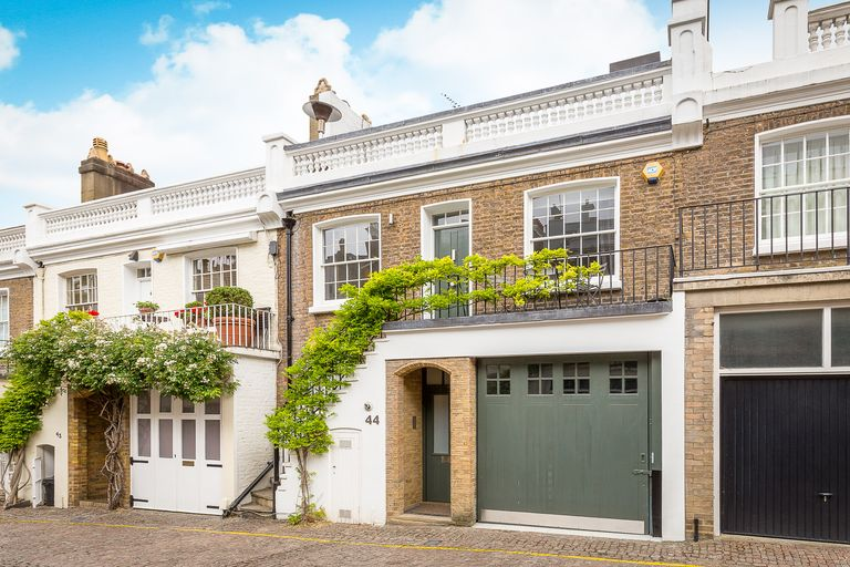 Cosy Holland Park Mews House In London Now For Sale