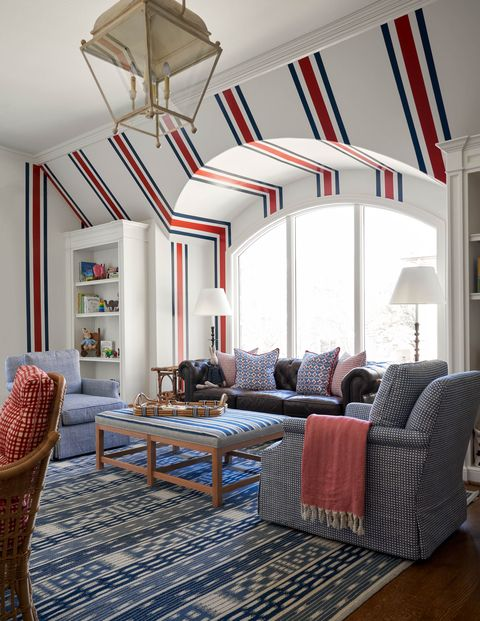 family room, stripe wallpaper