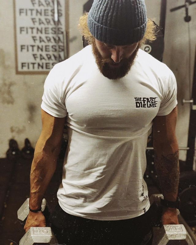 Shoulder, T-shirt, Arm, Cool, Sleeve, Neck, Physical fitness, Joint, Muscle, Standing,