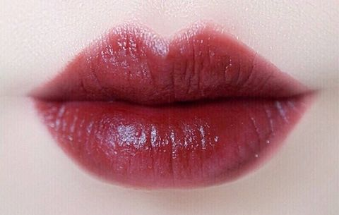 Lip, Lipstick, Red, Skin, Pink, Mouth, Cheek, Cosmetics, Lip gloss, Material property,