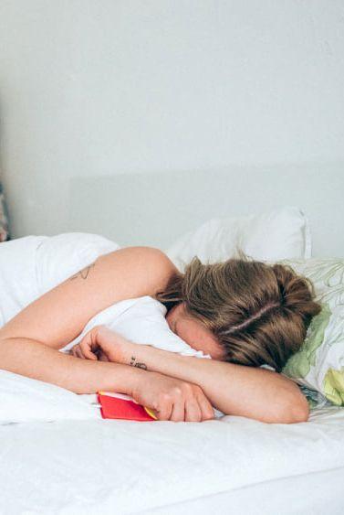 Comfort, Textile, Bedding, Room, Linens, Bed sheet, Bedroom, Clothes hanger, Bed, Sleep,