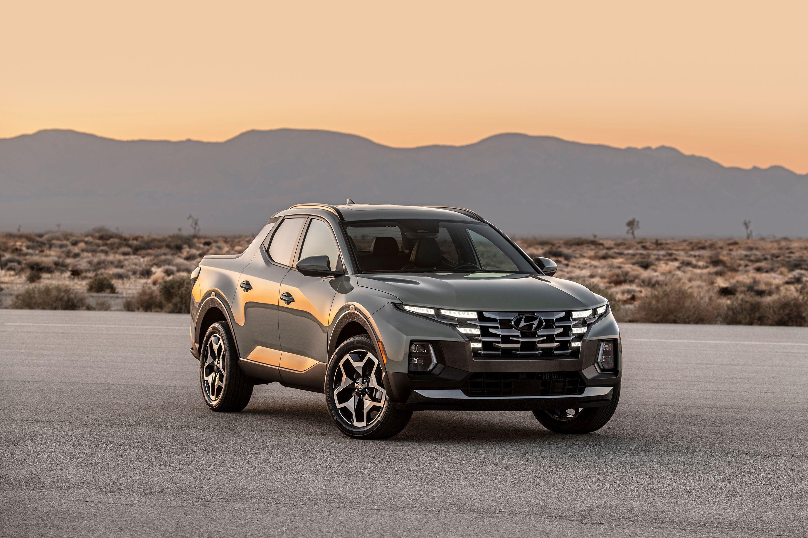 The 2022 Hyundai Santa Cruz Is a Tiny Pickup With Midsize Capability