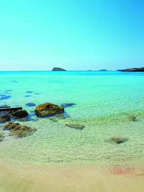 Playa de aguas cristalinas de Ibiza