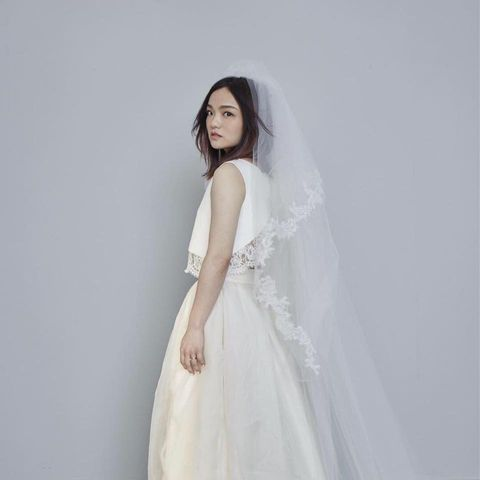 Dress, White, Gown, Clothing, Wedding dress, Shoulder, Bridal accessory, Bridal clothing, Veil, Beauty,