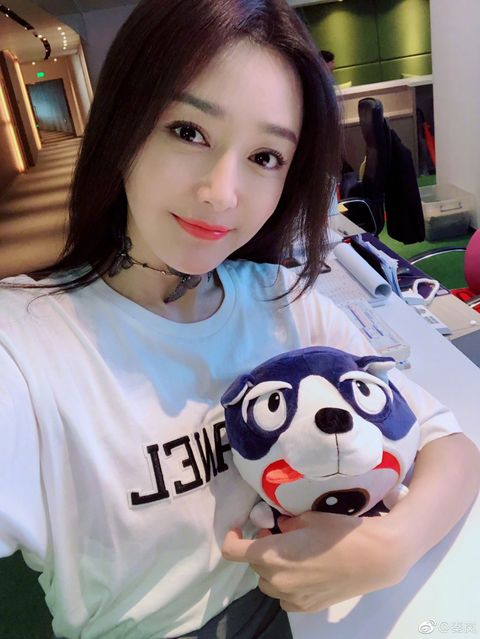 Head, T-shirt, Textile, Panda, Smile, Selfie, Black hair, Sleeve,