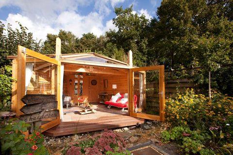 House, Property, Home, Building, Real estate, Cottage, Log cabin, Room, Roof, Tree,