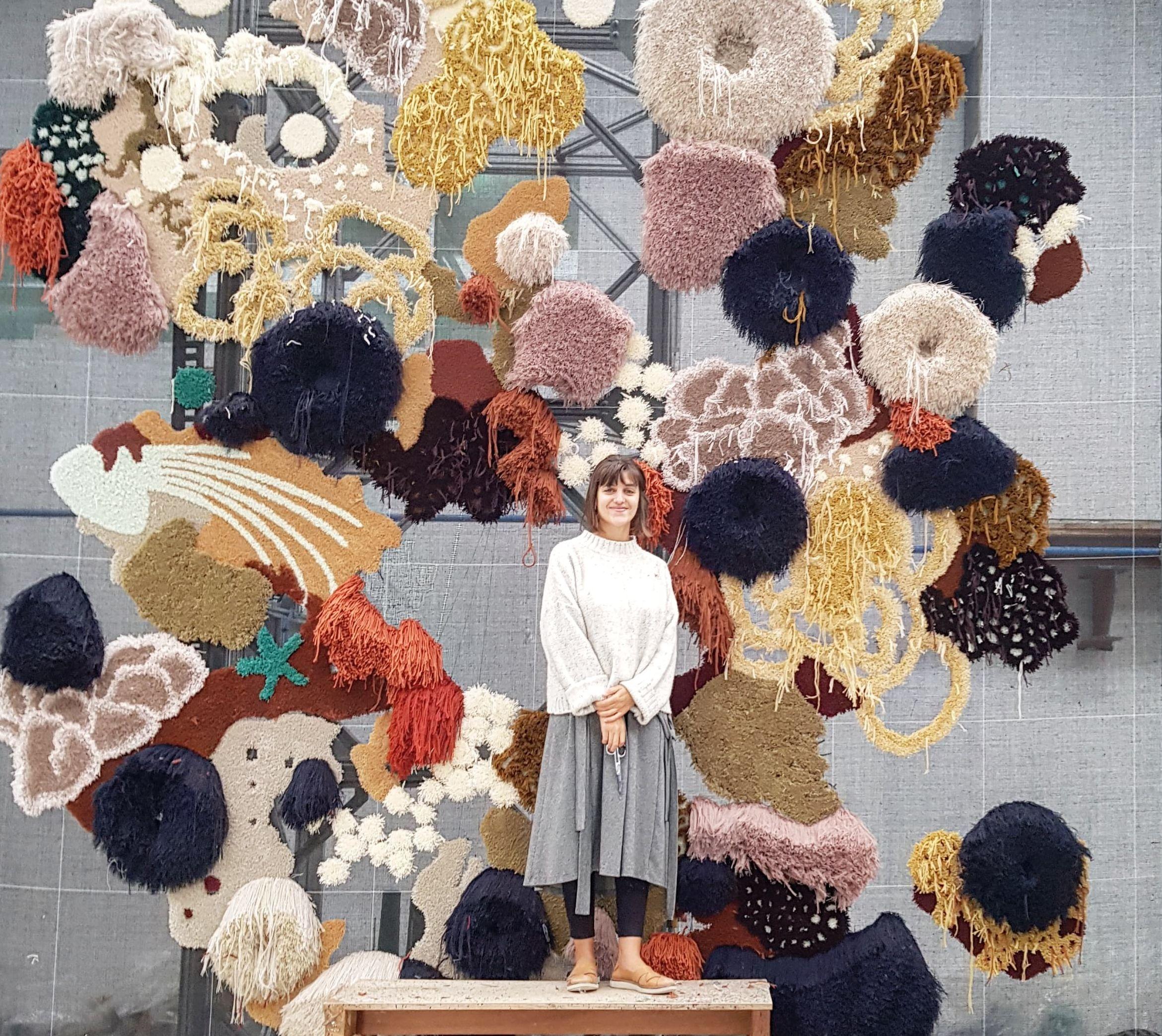 Le forme e i colori della barriera corallina nei tappeti di Vanessa Barragão