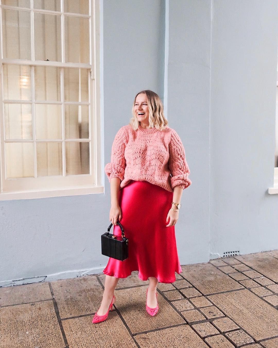 119a58cecf Esta falda midi de fiesta de Zara queda mejor a mujeres con curvas - Zara  vende una falda midi que queda mejor con curvas