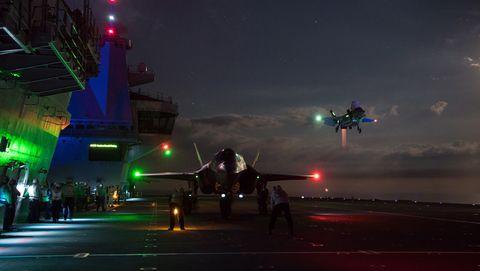 Des F-35B entament des vols de nuit à bord du HMS Queen Elizabeth
