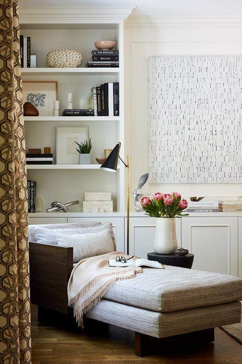 Room, Interior design, Wall, Floor, Textile, Flooring, Shelf, Home, Furniture, Linens,