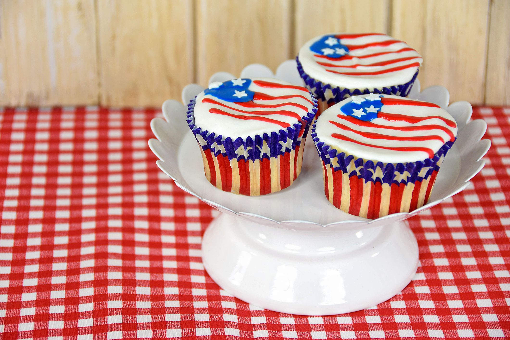 Admirable 24 Best 4Th Of July Cupcake Cakes Recipes For Fourth Of July Funny Birthday Cards Online Necthendildamsfinfo